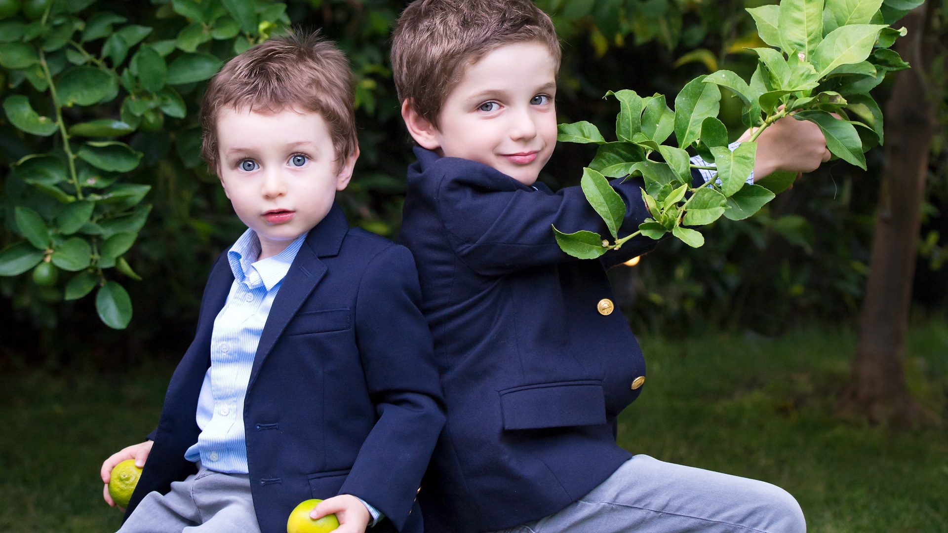 brothers, Image of brothers, modern portraits, Los Angeles Portrait Photographer, Family portraits on location,