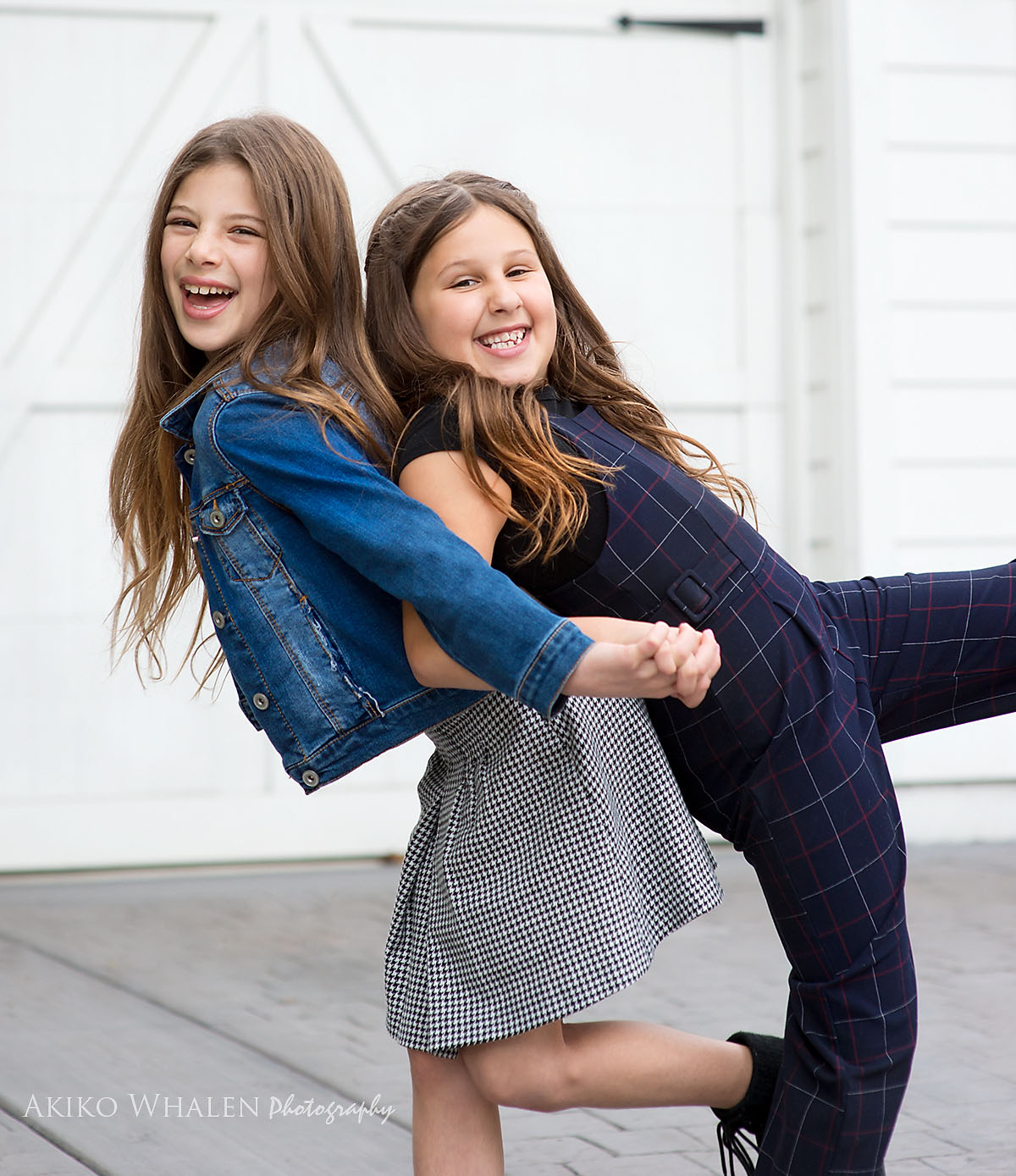 Modern Children Photographer in Los Angeles, Family portraits for holiday, on location photography, Akiko Whalen Photography, Pre teenage girls portraits, child headshots, autumn colors, sisters